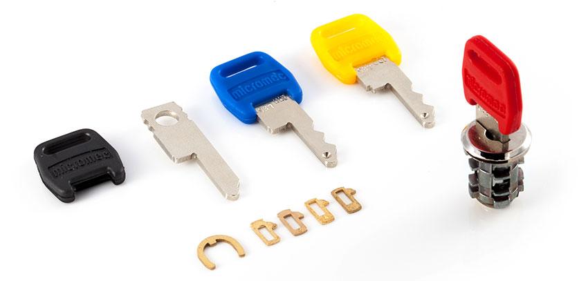 Micro-Einbauzylinder mit Schlüsseln